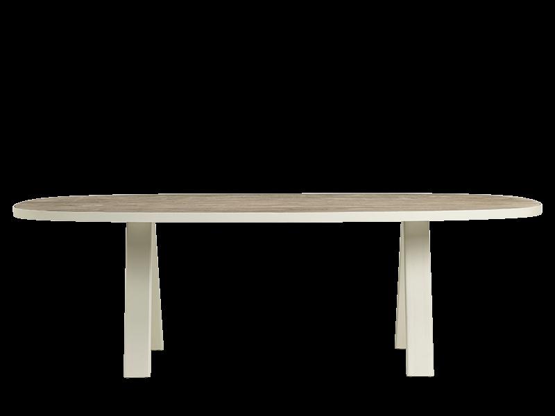 椭圆形餐桌